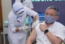 disuntik vaksin