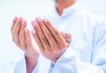 telungkup tangan ketika berdoa